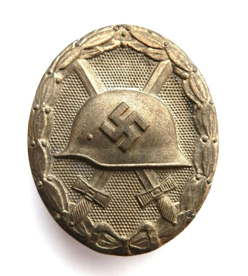 Silver Wound Badge. Makers mark L/14.